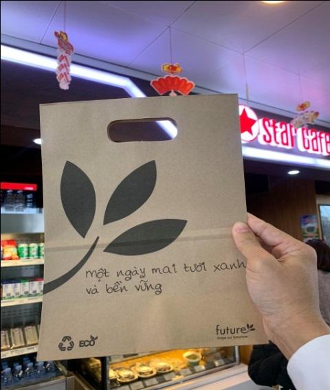 Sân bay quốc tế Nội Bài từng bước hạn chế rác thải nhựa - Dùng đồ giấy thay thế đồ nhựa